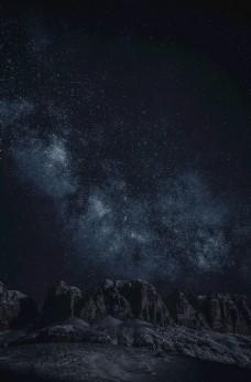 星空下的山脉