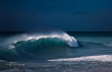 奔涌的海浪
