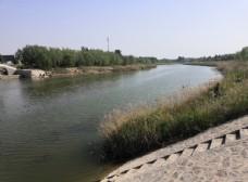 春天的河流