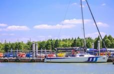 春天的帆船
