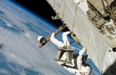 宇航员太空